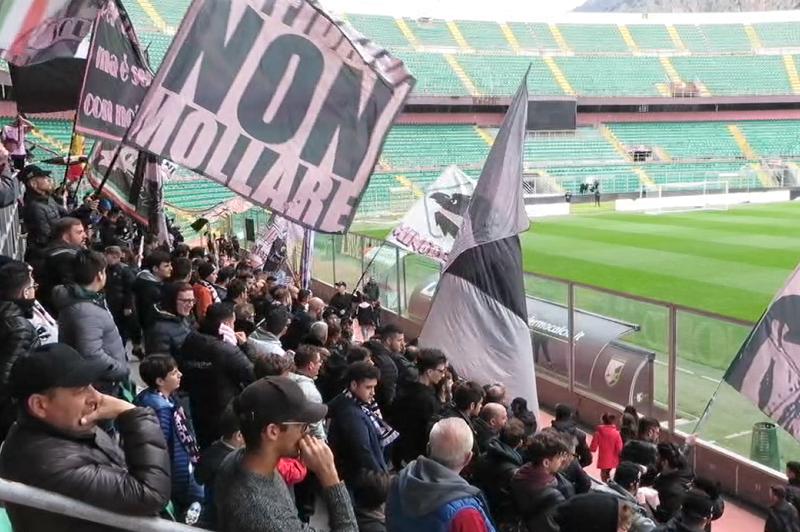 Il Palermo torna ad allenarsi: bagno di folla per la squadra al Barbera