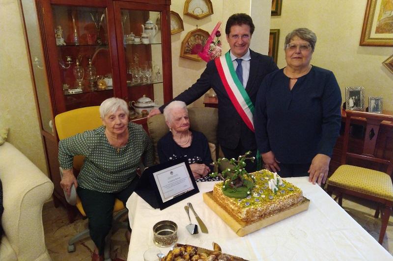 I 106 anni di Caterina Barbato: festa e record a Piana degli Albanesi