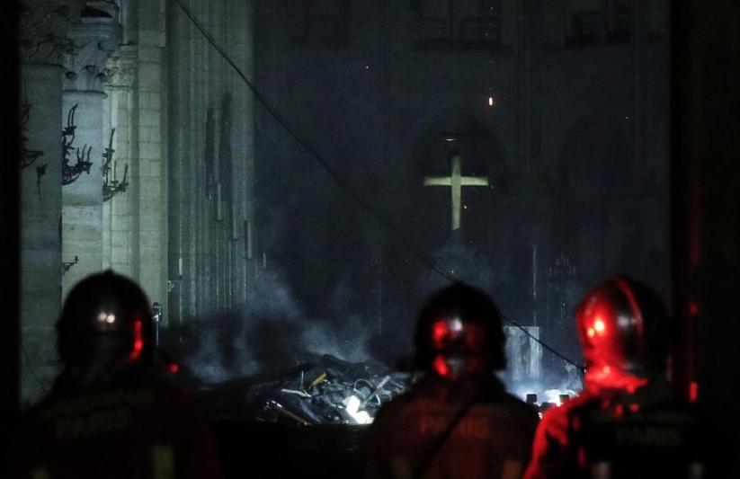 Notre-Dame, incendio sotto controllo: le prime immagini della distruzione