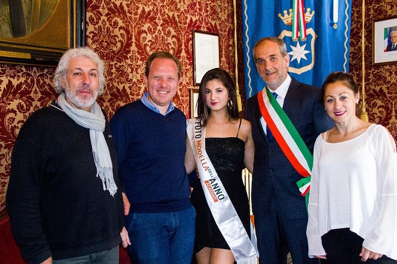 """""""Fotomodella dell'anno"""", tra le finaliste la giovane monrealese Gabriella Fragasso"""