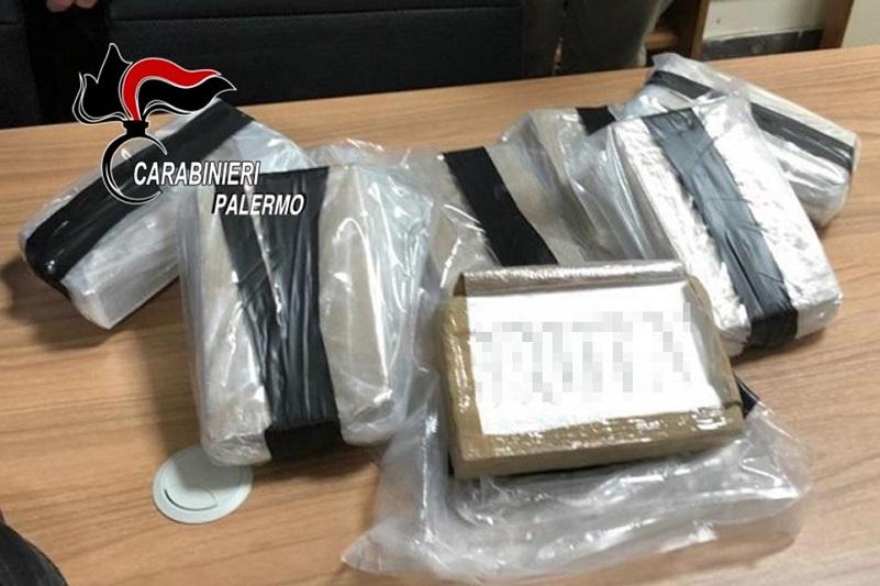 """""""Cocaina-land"""": maxi-sequestro di droga, nel fusto quasi 9 chili di droga"""