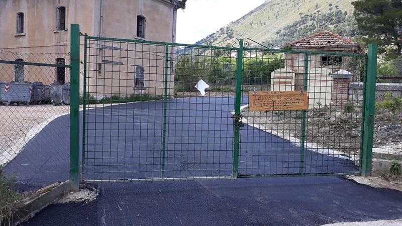 Il paradosso del centro di raccolta rifiuti: risistemato, ma ancora chiuso