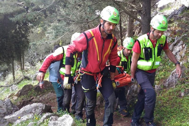 Scivola da un sentiero di Monte Pellegrino, soccorso alpino salva operaio
