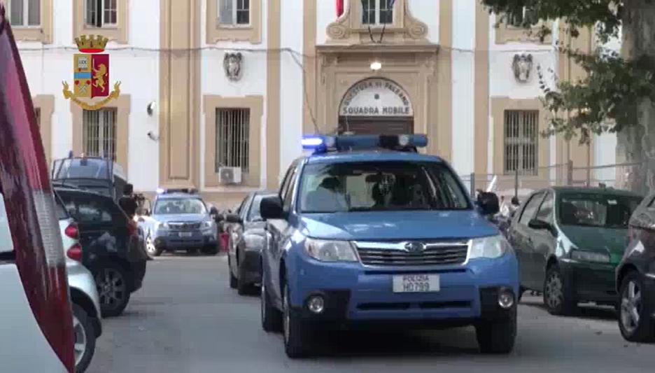 Truffe alle assicurazioni con falsi morti: polizia smantella banda