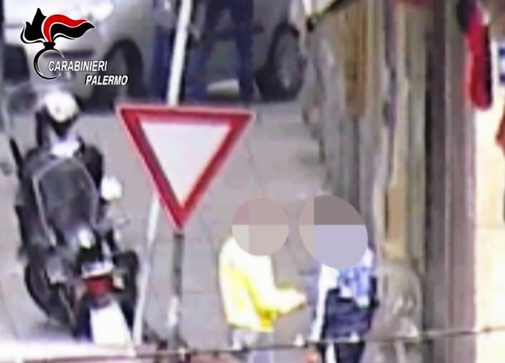 Fiumi di cocaina tra Napoli e Palermo, arrestate 12 persone