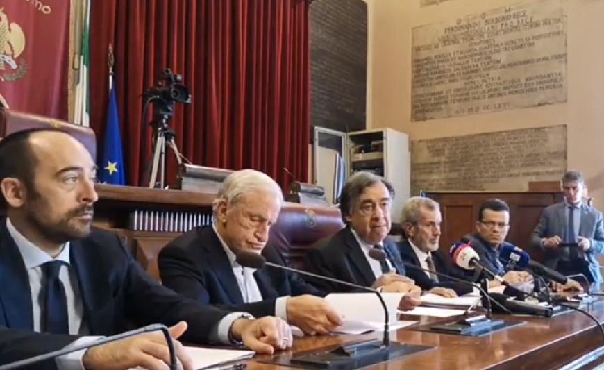 Palermo Calcio, il sindaco presenta l'avviso pubblico per l'acquisto della società