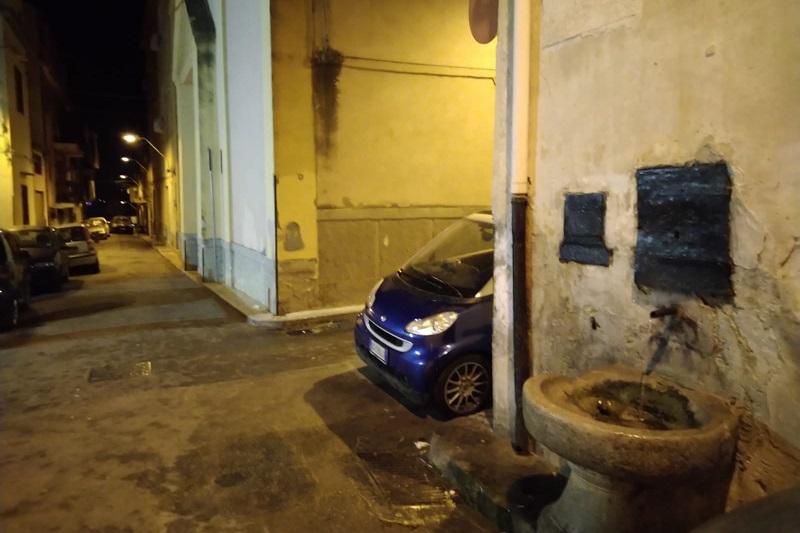 Droga, alcol, schiamazzi: anziani barricati in casa al Carmine