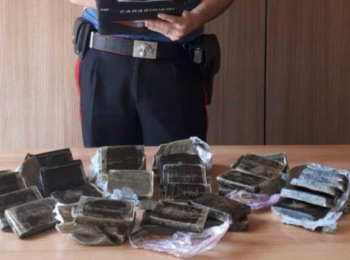Quasi 4 chili di hashish nascosti in casa: arrestato 32enne del Capo