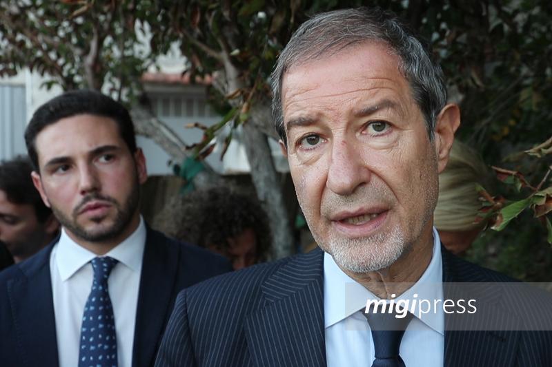 Incendio nella proprietà del presidente Musumeci: indagano i carabinieri