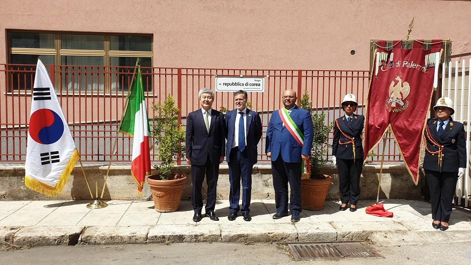 """Palermo, l'ambasciatore Kwon inaugura largo """"Repubblica di Corea"""""""