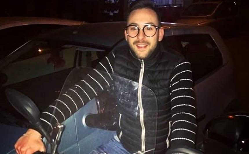 Finisce fuori strada con lo scooter: morto un giovane di 24 anni