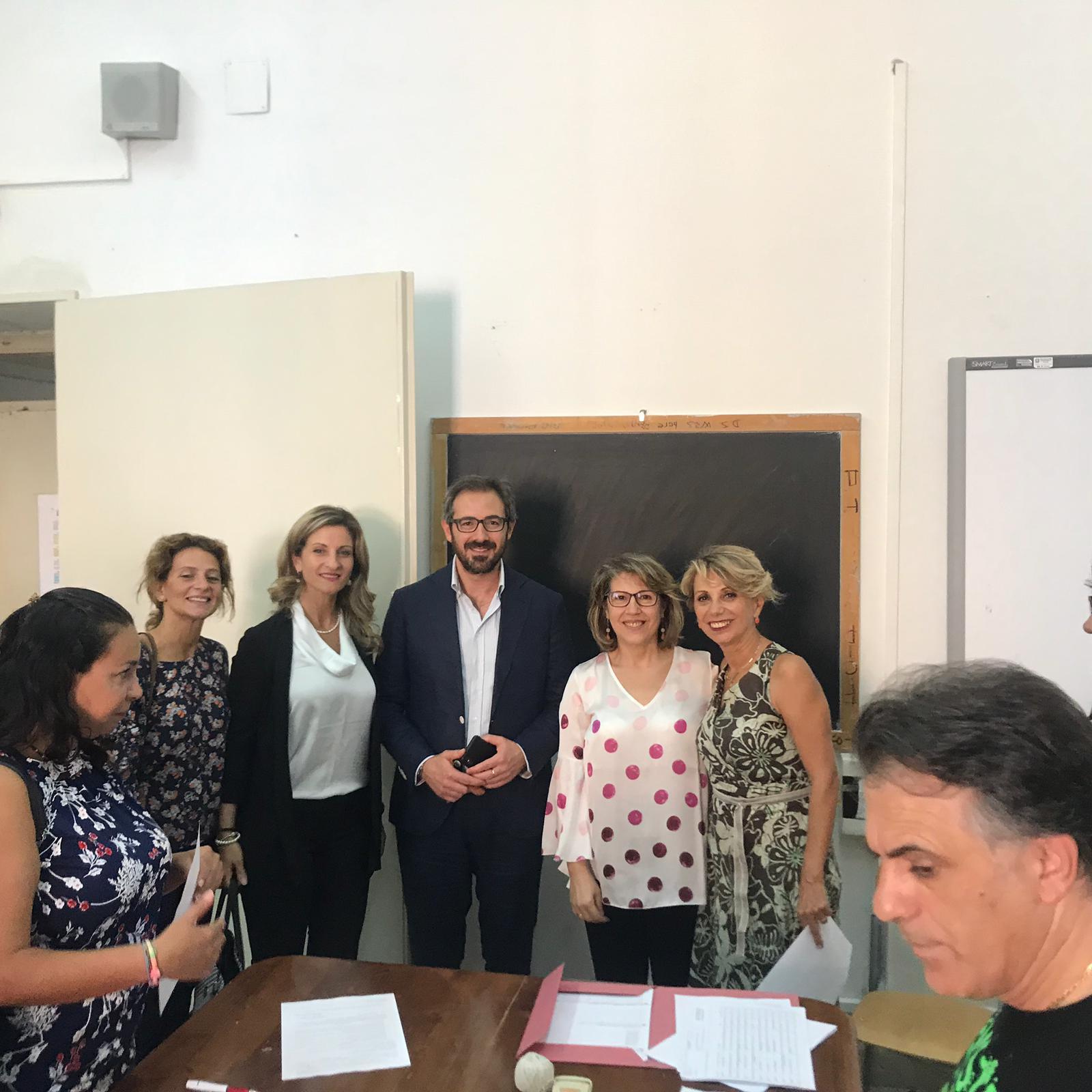 """Monreale, primo giorno di scuola. Il sindaco: """"Create sintonia con i docenti"""""""