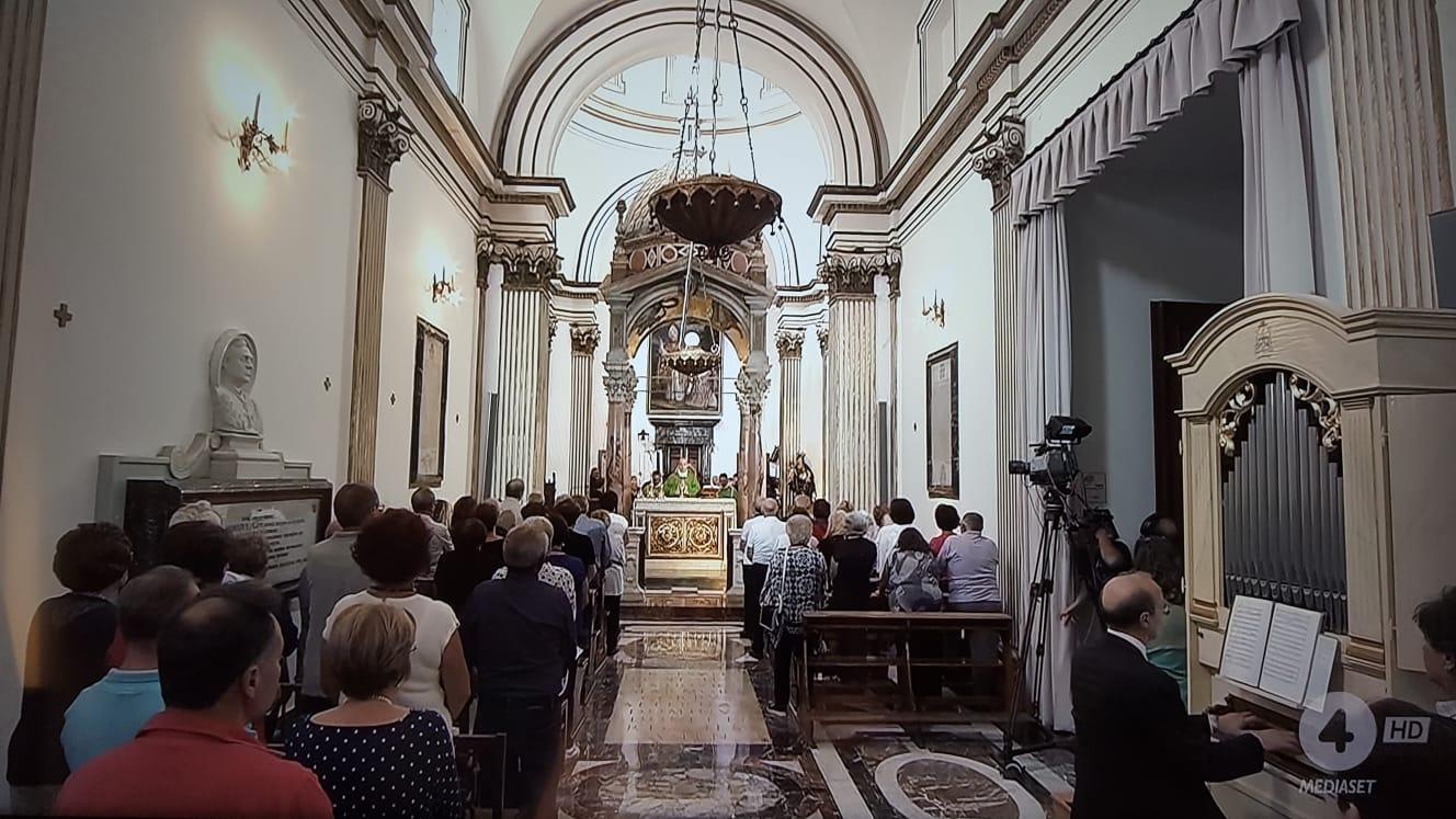"""Coronavirus, """"Messe e funzioni religiose sospese in tutta Italia"""""""