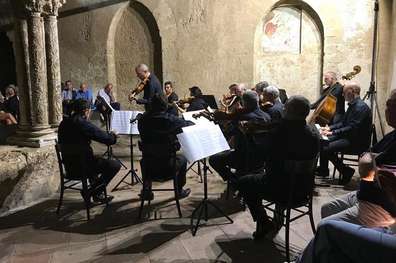 L'orchestra sinfonica incanta al Chiostro: quasi mille persone al concerto
