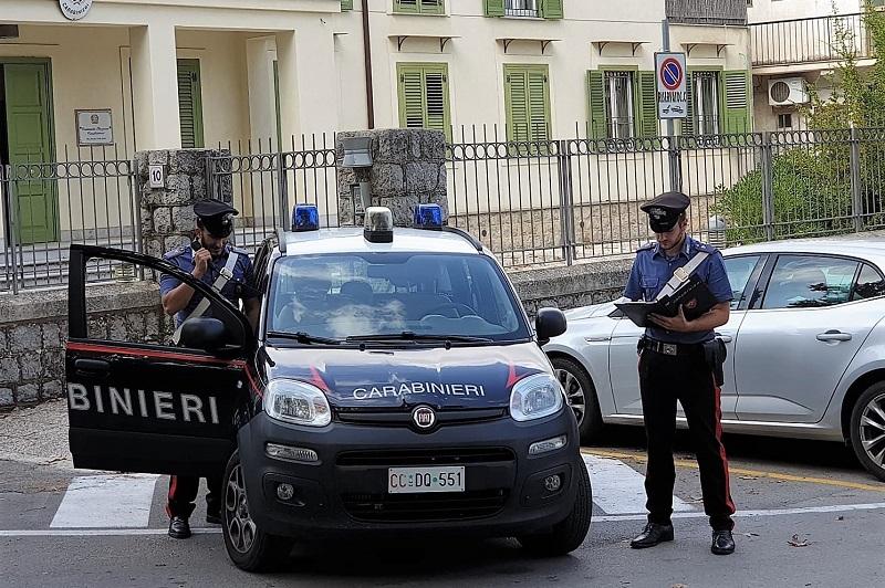 Monreale, droga consegnata a domicilio: i carabinieri arrestano due pusher