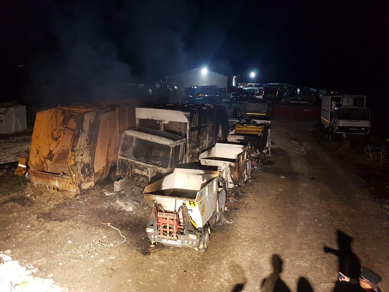 In fiamme a San Giuseppe Jato autoparco della Cogesi: danneggiati 40 mezzi