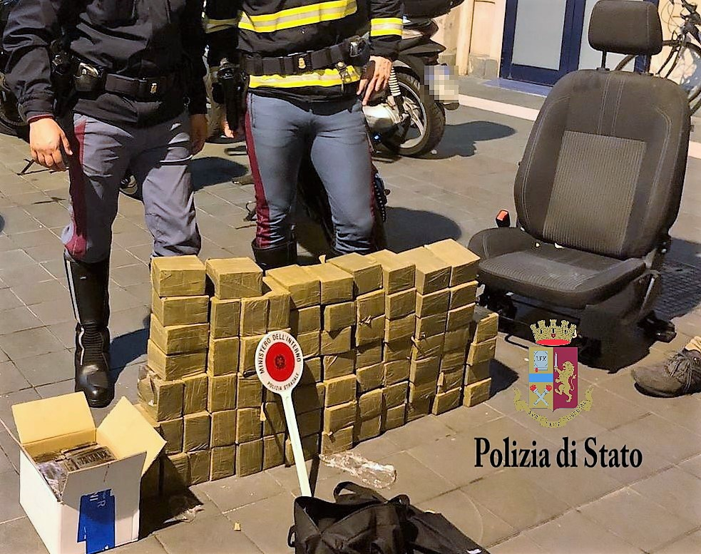 Fermato in autostrada con 80 chili di hashish in auto: arrestato