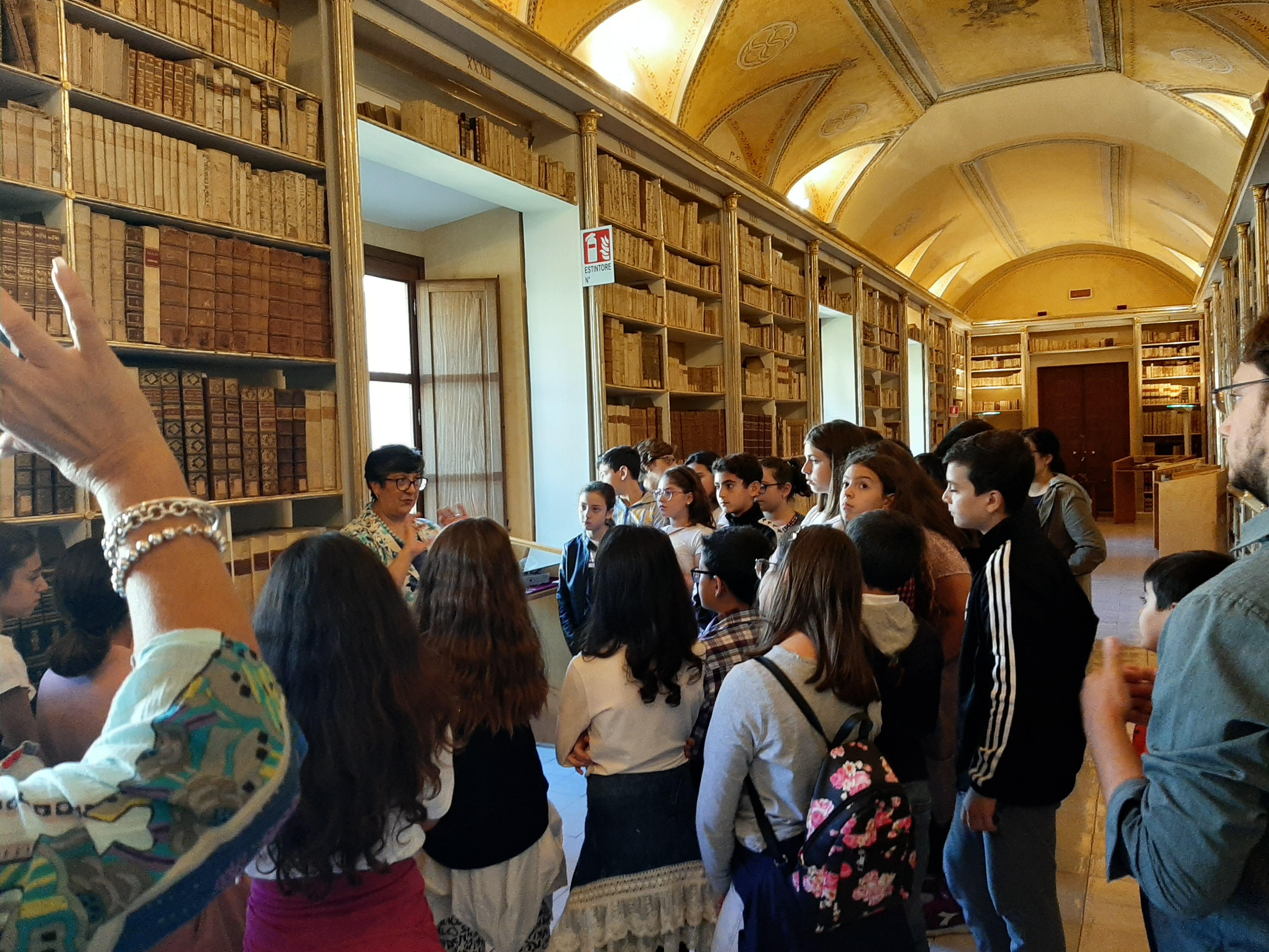 Monreale, gli studenti imparano a preservare e custodire i libri antichi