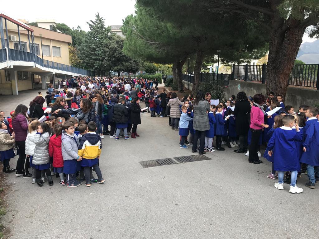 C'è un incendio: prove d'evacuazione per i bambini della Morvillo