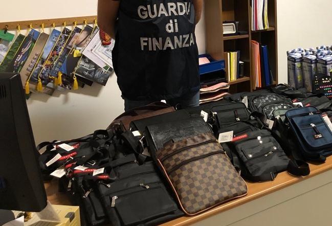 Prodotti contraffatti e pericolosi per la salute: scatta il sequestro