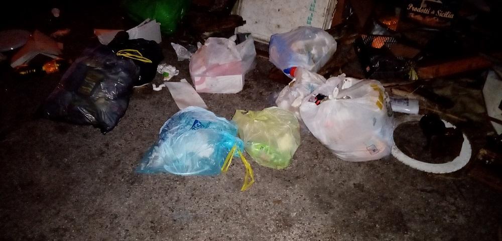 "Piazzale Candido ripulito, ma la sera è già pieno dai rifiuti: ""É emergenza culturale"""