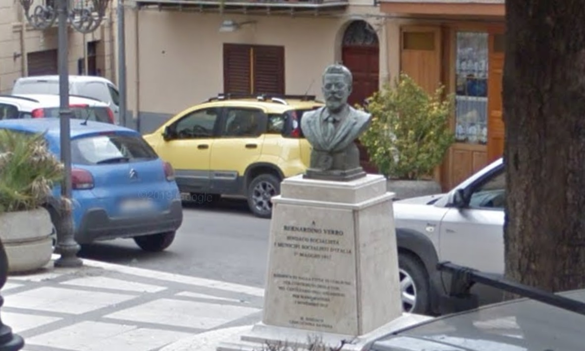 Imbrattano busto del sindaco ucciso dalla mafia: denunciati due minorenni