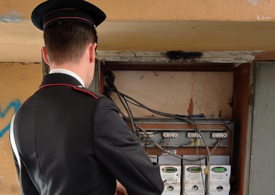 Case occupate abusivamente e allacci illegali alla rete elettrica: 17 denunciati