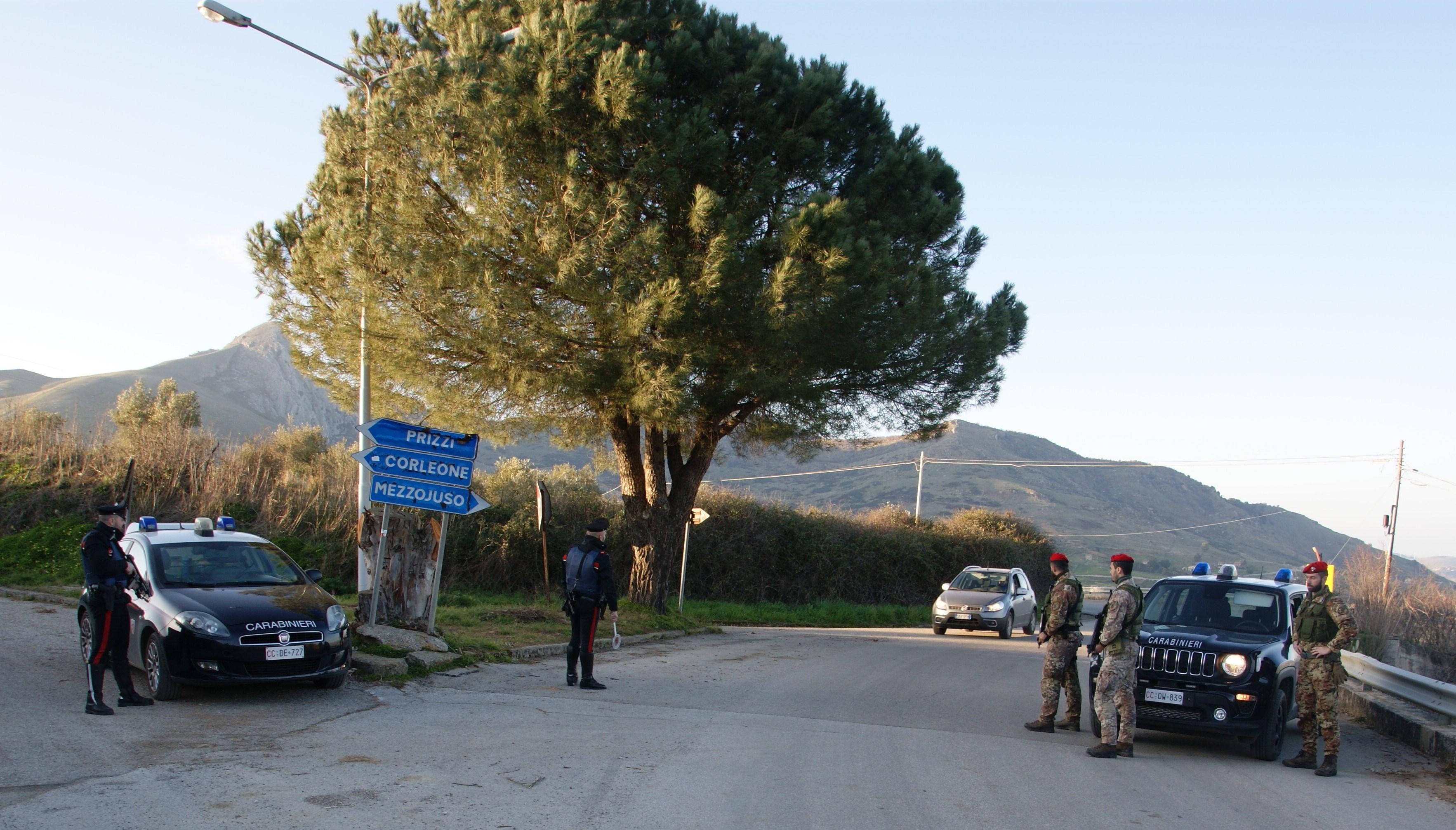 """A """"caccia"""" di armi, esplosivi e droga: i carabinieri setacciano il territorio"""