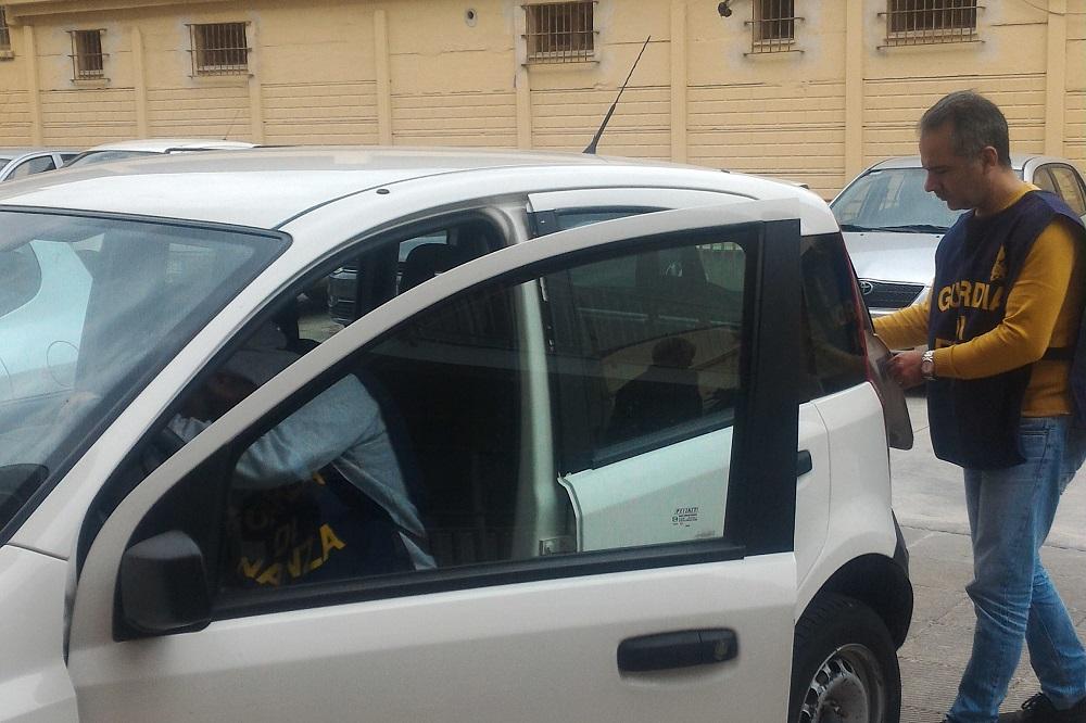 Utilizzava l'auto della Regione per tornare a casa: denunciato funzionario