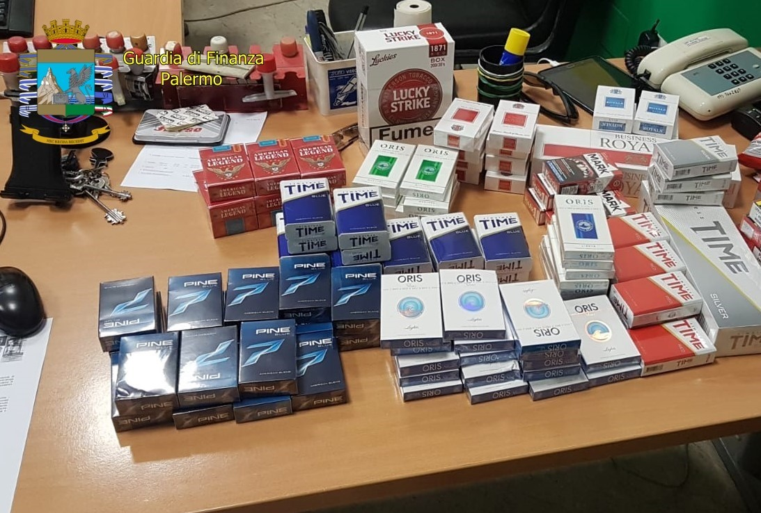 Sbarca da Tunisi con un carico di sigarette di contrabbando: denunciato