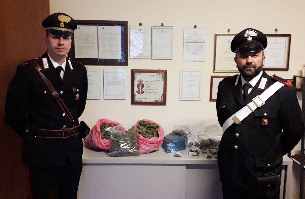 In casa nasconde 2,5 chili di marijuana: arrestato 45enne