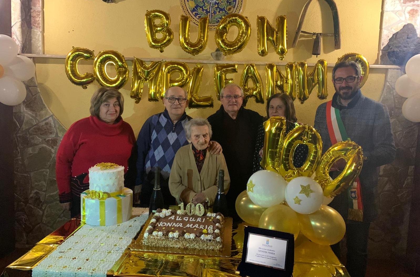 I cento anni di nonna Maria, grande festa nella frazione di Pioppo
