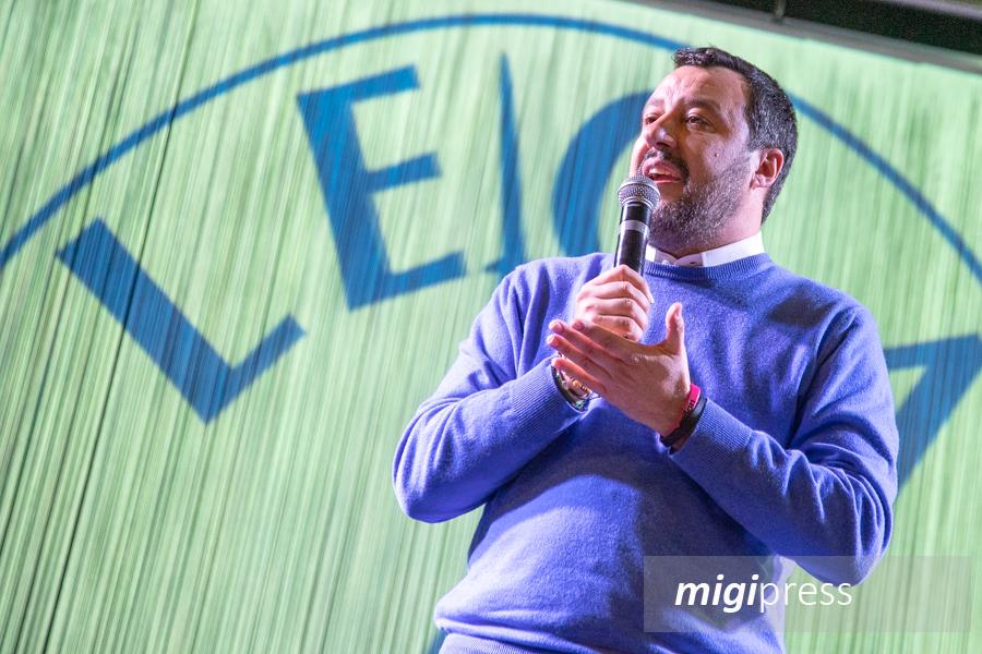 Matteo Salvini a Palermo incontra i simpatizzanti: le Sardine protestano