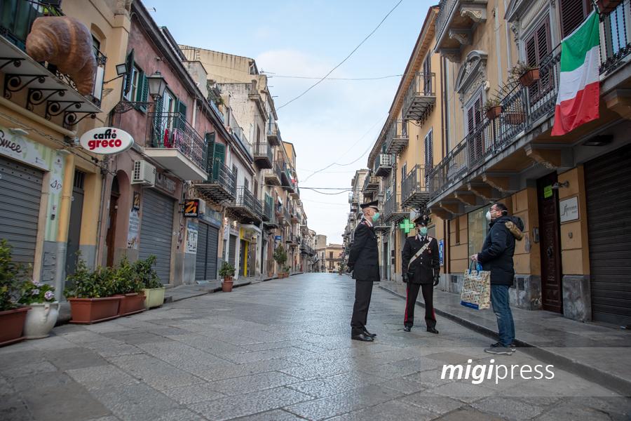 Monreale tra negozi chiusi e strade deserte: ecco i controlli dei carabinieri