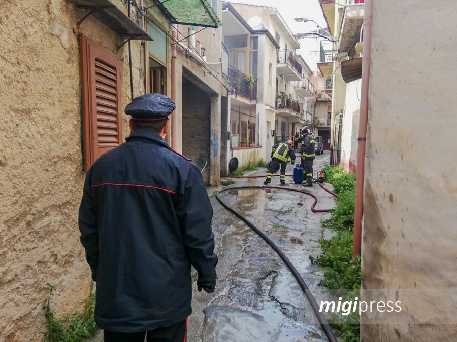 Paura per un incendio in un'abitazione a Pioppo: a fuoco una stufa