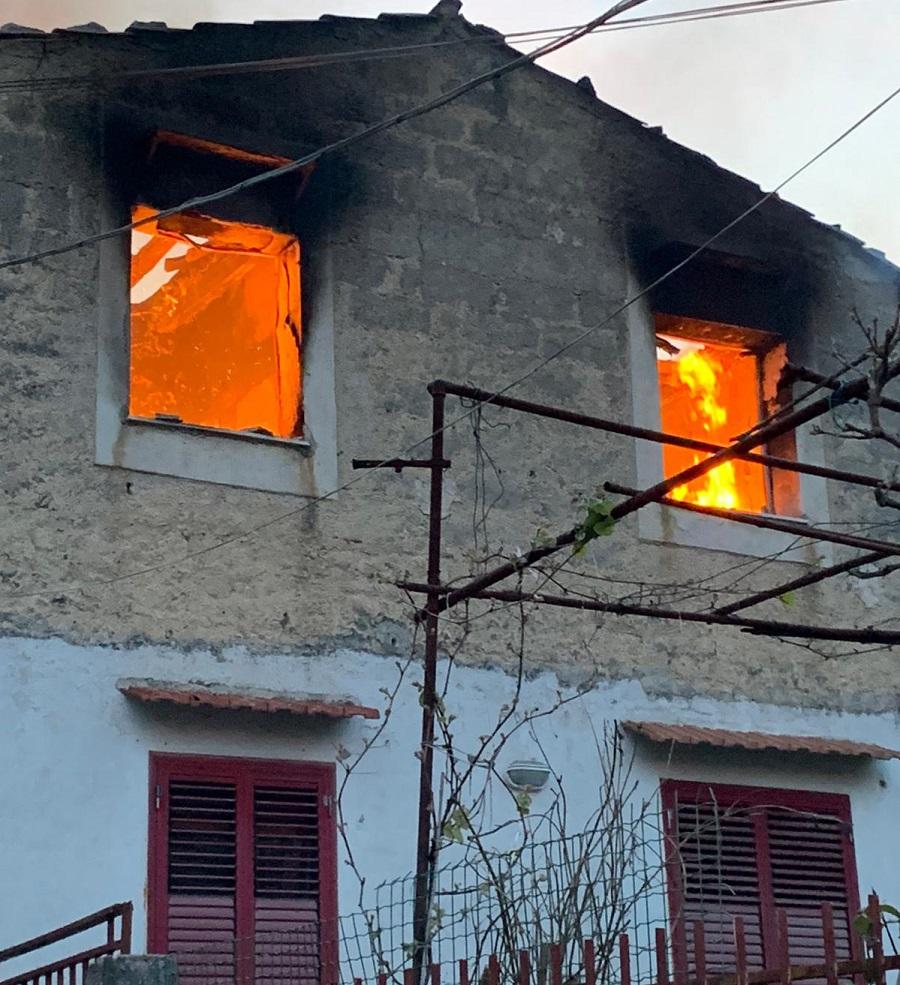 Un altro incendio in una villa di San Martino: in salvo la proprietaria