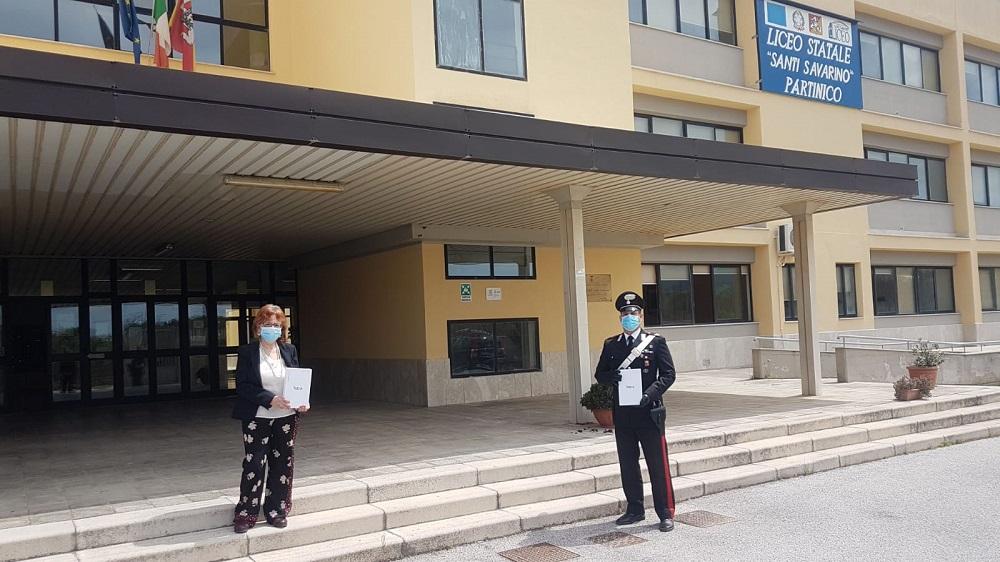 Coronavirus, i carabinieri consegnano agli studenti i tablet per studiare da casa