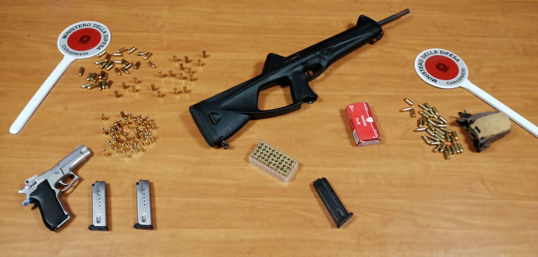 Fermati in auto con armi e munizioni: arrestati due pregiudicati