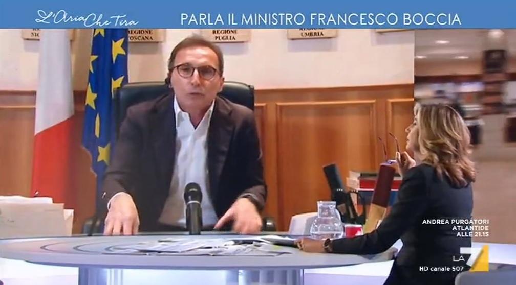 """Fase 2, il ministro Boccia: """"Possibile riapertura parrucchieri prima di giugno"""""""