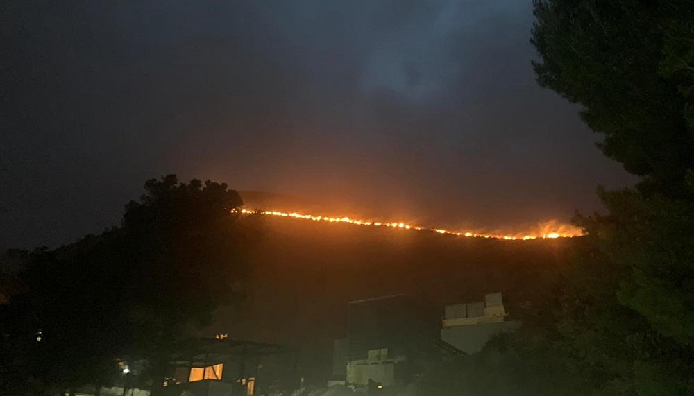 """Ancora fuoco a San Martino: le fiamme """"entrano"""" da Monte Cuccio"""
