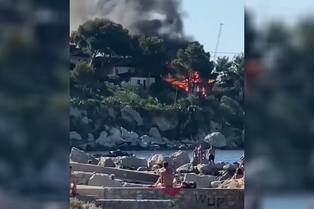 Brucia Baia del Corallo: le fiamme divorano un bungalow