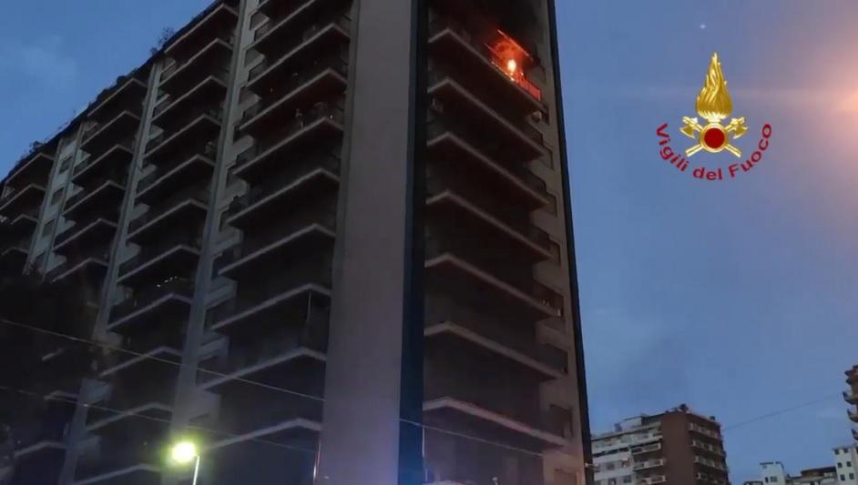 Grave incendio in un appartamento di via Pacinotti: muore una donna