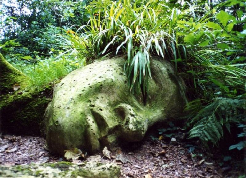 """""""Mud Maid"""", la scultura che cambia ad ogni stagione"""
