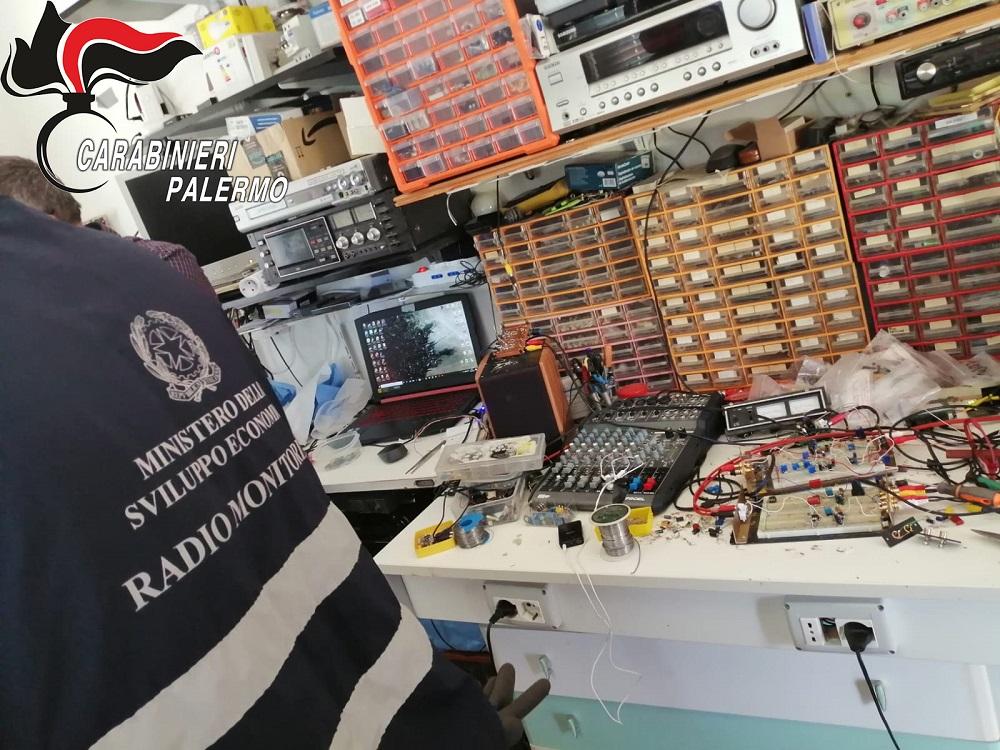 Radio abusiva scovata a Pioppo: carabinieri denunciano un monrealese