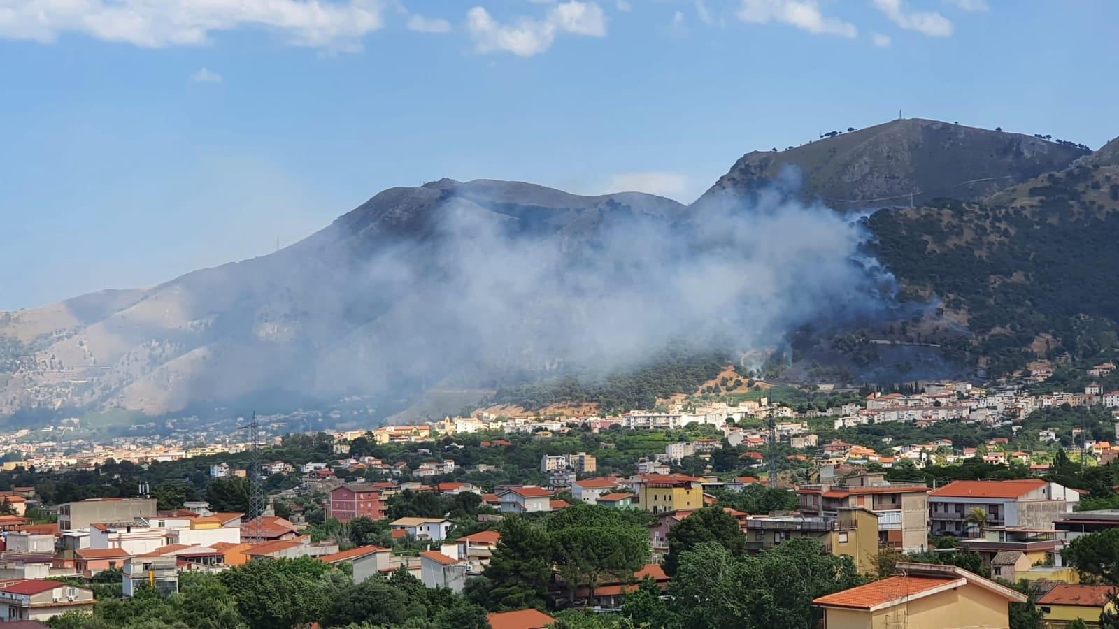 Incendi in tutta la provincia: a Villaciambra in azione due Canadair