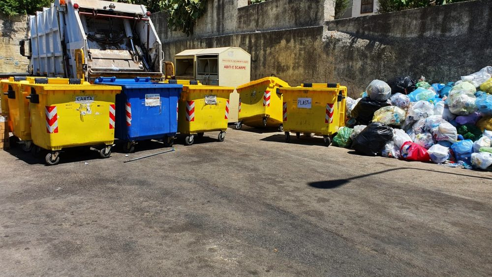 """Condizioni igieniche precarie al centro raccolta, Arcidiacono: """"Risolveremo a giorni"""""""