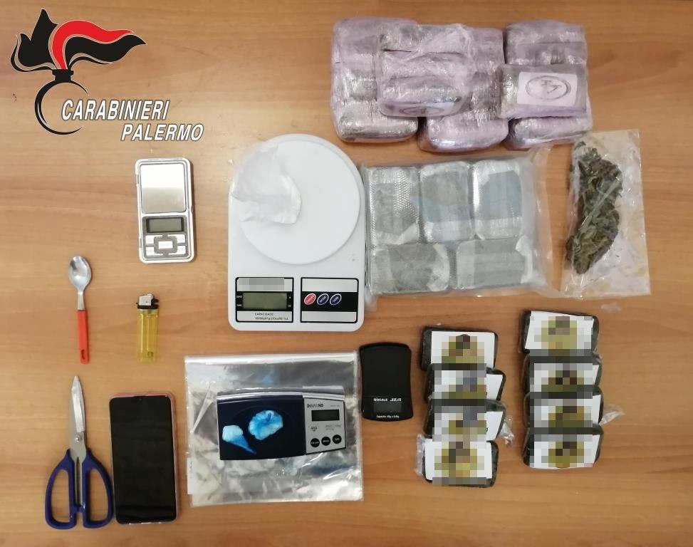 In casa oltre 3 chili di hashish, cocaina e marijuana: arrestato pregiudicato
