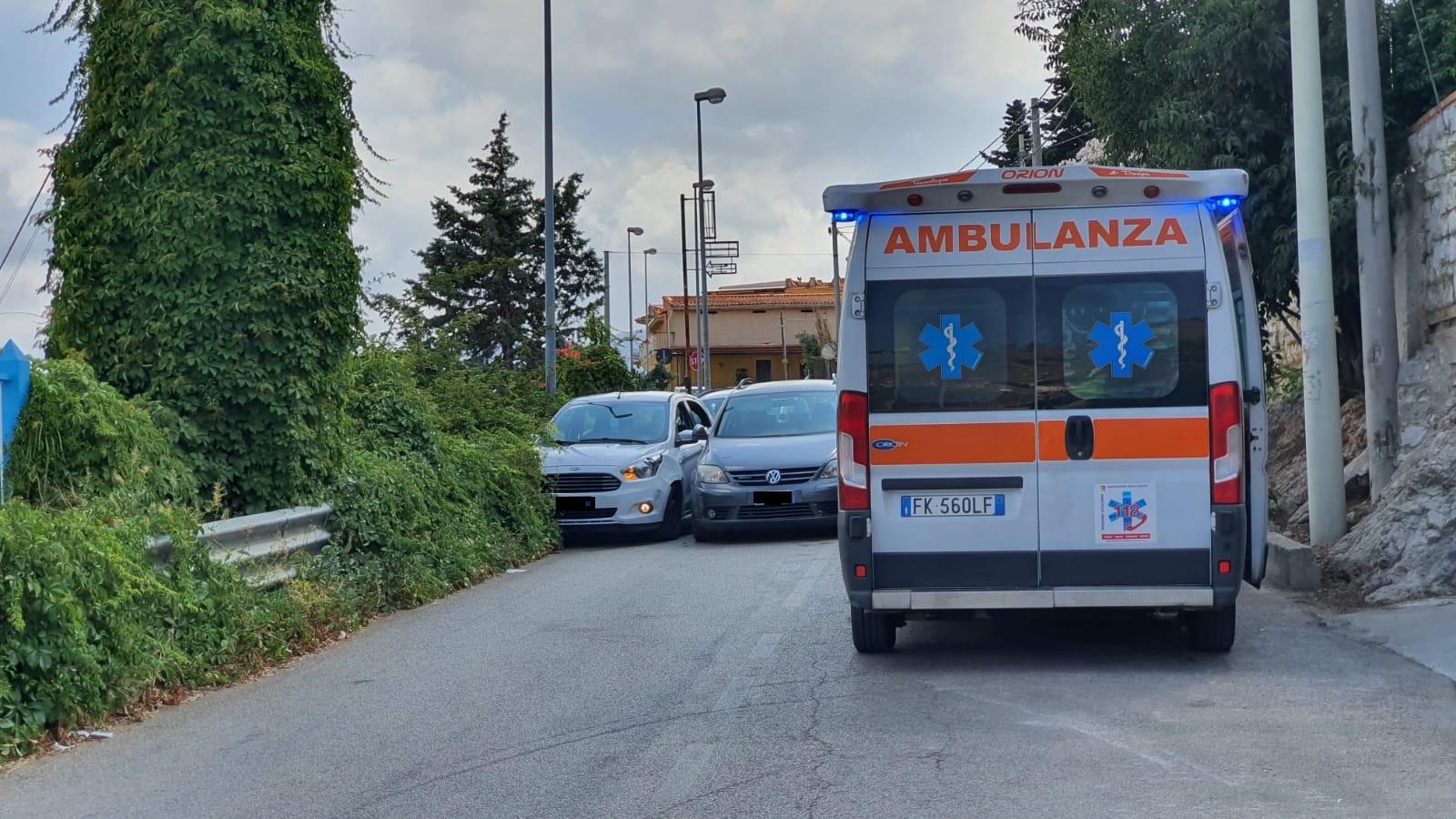 Tamponamento a catena in via Regione Siciliana: tre auto coinvolte e un ferito