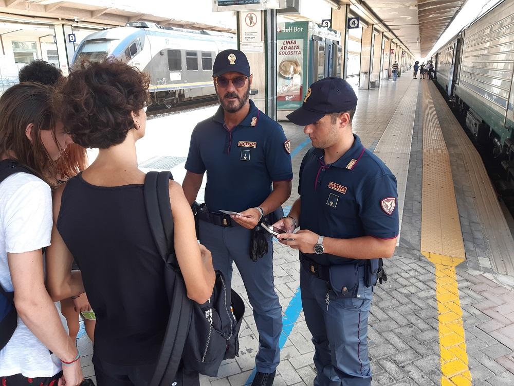 """A """"caccia"""" di droga ed esplosivi: i controlli della polizia alla stazione centrale"""