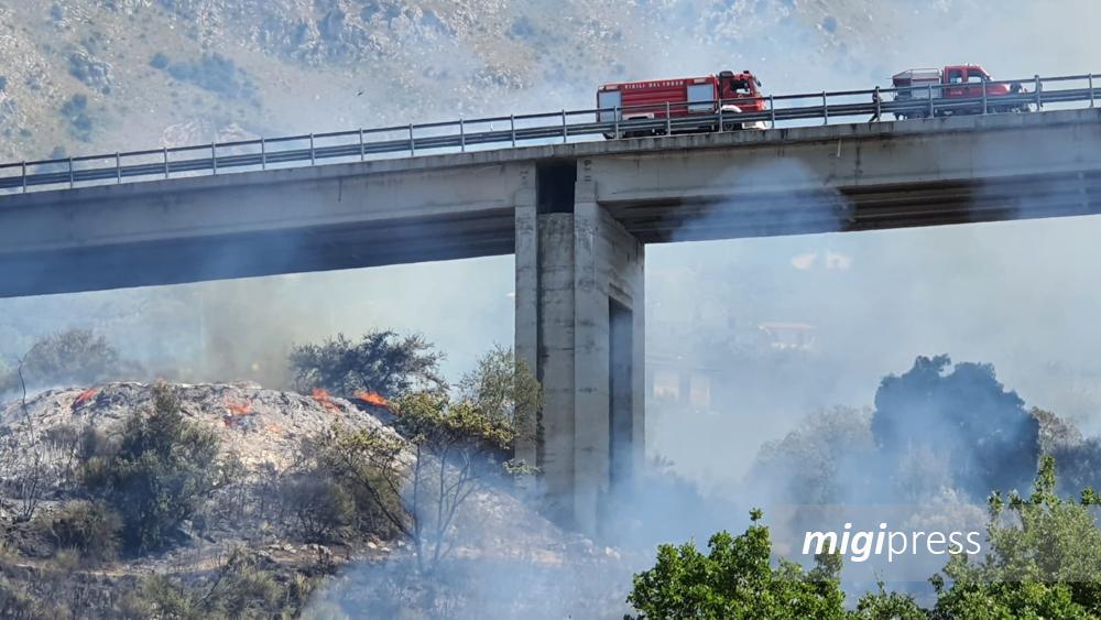 Un'altra giornata di fuoco a Monreale, in fiamme discarica a Real Celsi